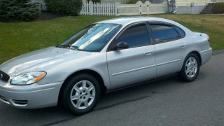 2005 Ford Taurus Se Sedan 4 - Door 3.  0l photo