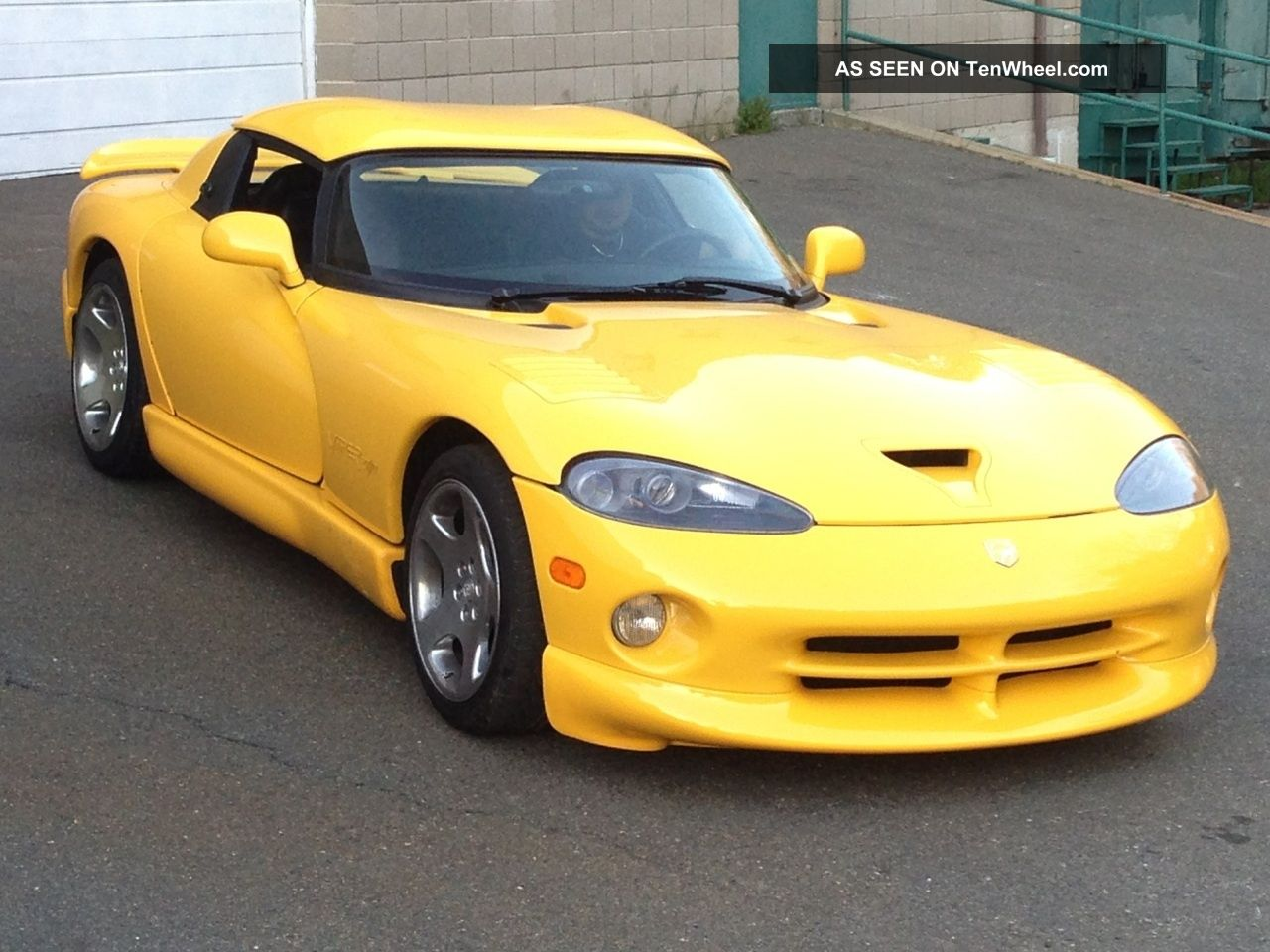 2002 Dodge Viper R / T - 10 Convertible 2 - Door 8.  0l Viper photo