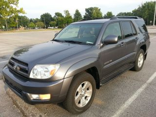 2005 Toyota 4runner Limited Sport Utility V6 4 - Door 4.  0l 4wd Third Seat photo