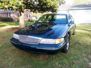 1995 Lincoln Continental Signature Sedan 4 - Door 4.  6l photo