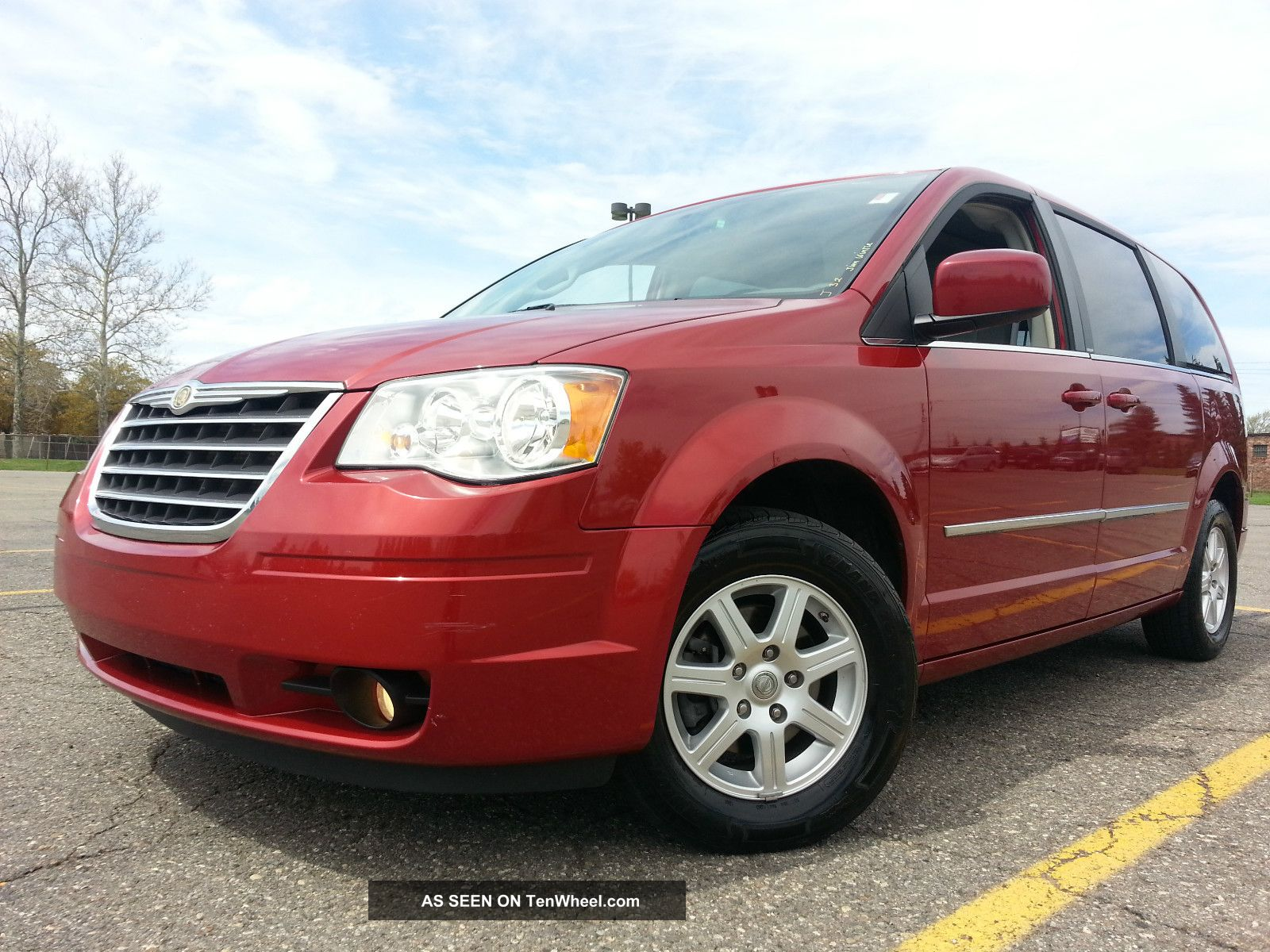 2010 Chrsyler Town & Country 4.  0l Stow N Go Loaded Many Options Town & Country photo