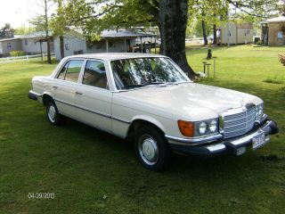 Mercedes 280se,  Classic Luxury Car,  1977 - photo