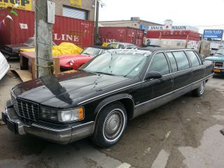 1996 Cadillac Limo photo