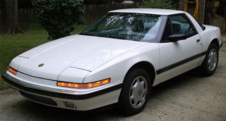 1991 Buick Reatta Base Coupe 2 - Door 3.  8l photo