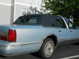 1997 Lincoln Town Car Executive Series photo