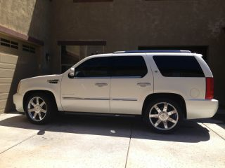 2012 Cadillac Escalade Hybrid 4x4 Sport Utility 4 - Door 6.  0l photo