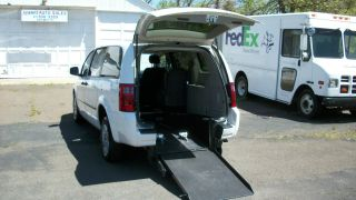 2008 Dodge Grand Caravan C / V Wheelchair Van photo