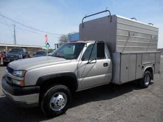 2004 Chevrolet Silverado 3500 Dually Duramax Diesel W / Utility Body photo