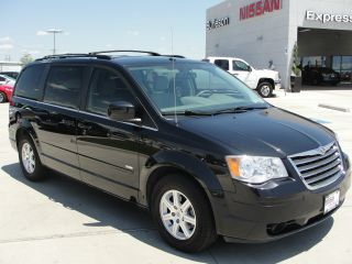 2008 Chrysler Town & Country Dvd Minivan photo