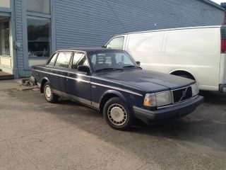 1991 Volvo 240 Base Sedan 4 - Door 2.  3l photo