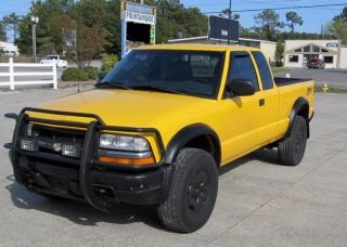 2003 Chevrolet 4x4 - S10 - Zr2 - Ls Extended Cab - 3 Door Truck -. . . . photo