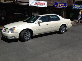 2011 Cadillac Dts Premium Collection Base Sedan 4 - Door 4.  6l photo
