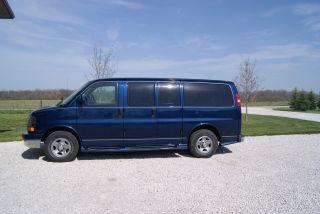 2004 Chevrolet Express 1500 Ls Standard Passenger Van 5 - Door 5.  3l photo