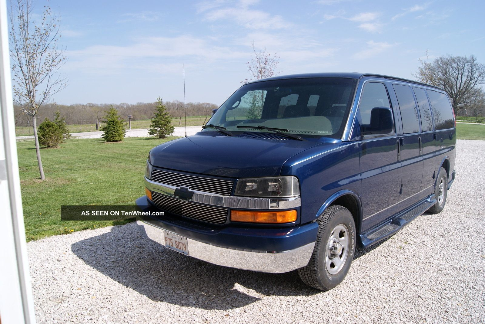 2004 chevrolet express 1500 ls standard passenger van 5 door 5 3l. Black Bedroom Furniture Sets. Home Design Ideas