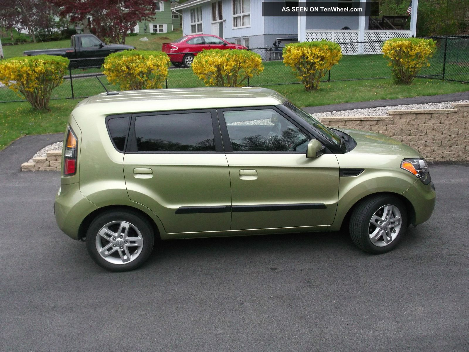 2010 Kia Soul Base Hatchback 4 - Door 1.  6l Soul photo