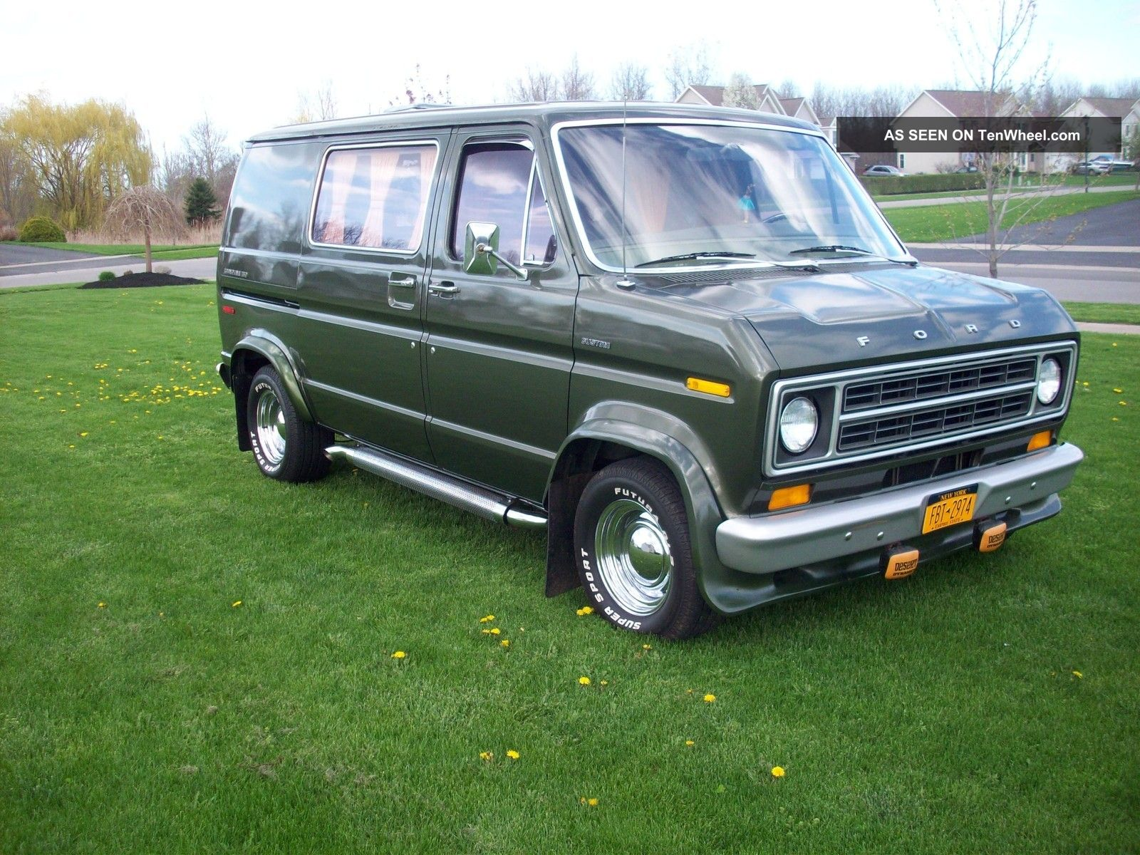 1975 Ford E - 150 Econoline Custom 70s Shag Retro Van Show 1970s E-Series Van photo