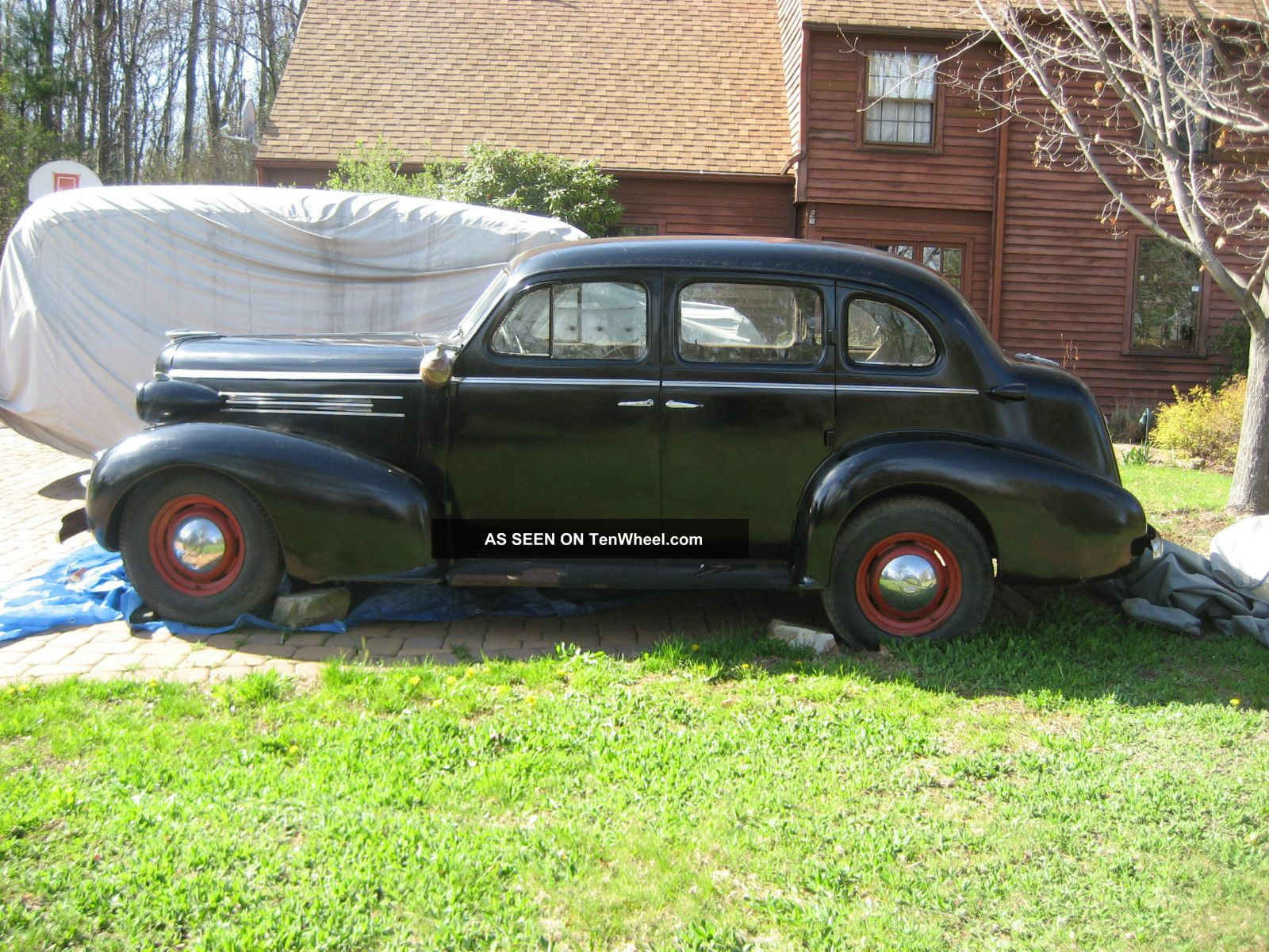 1937 oldsmobile 4 door sedan