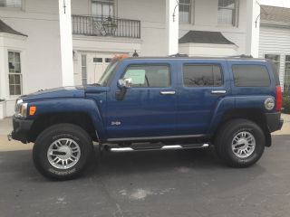 2006 Hummer H3 Luxury Edition Sport Utility 4 - Door 3.  5l photo