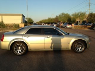 2006 Chrysler 300 C Sedan 4 - Door 5.  7l photo