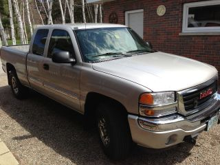 2006 Gmc Sierra 1500 Sle Extended Cab Pickup Plow Included photo