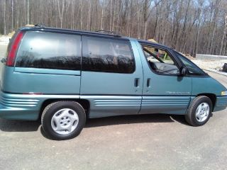 1993 Pontiac Trans Sport Base Mini Passenger Van 3 - Door 3.  1l photo