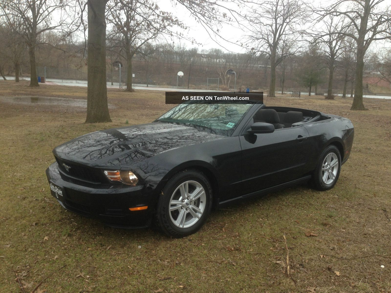 2010 ford mustang convertible. Black Bedroom Furniture Sets. Home Design Ideas