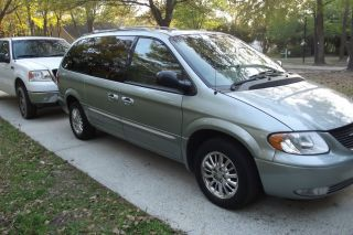 2003 Chrysler Town Country photo