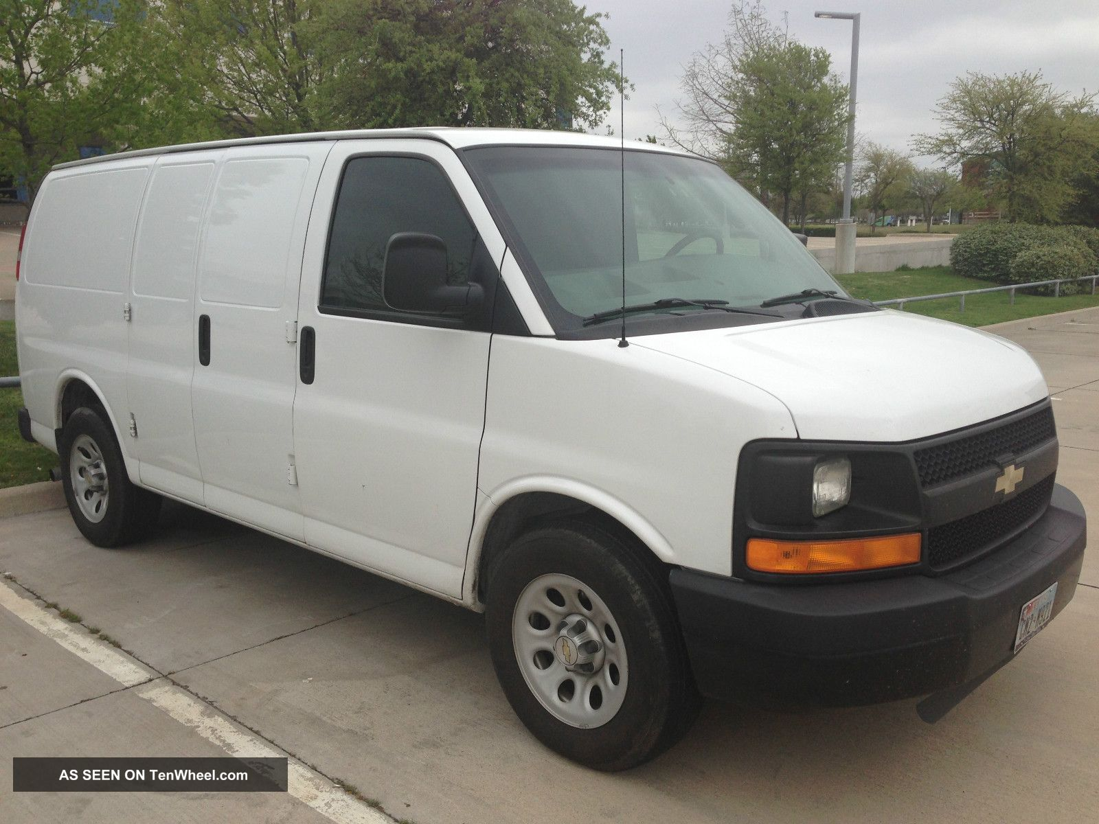 2009 chevrolet express 1500 cargo van 4 door 5 3l flex fuel e85 awd. Black Bedroom Furniture Sets. Home Design Ideas