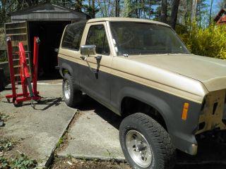 1988 Ford Bronco Ii Xlt Sport Utility 2 - Door 2.  9l photo