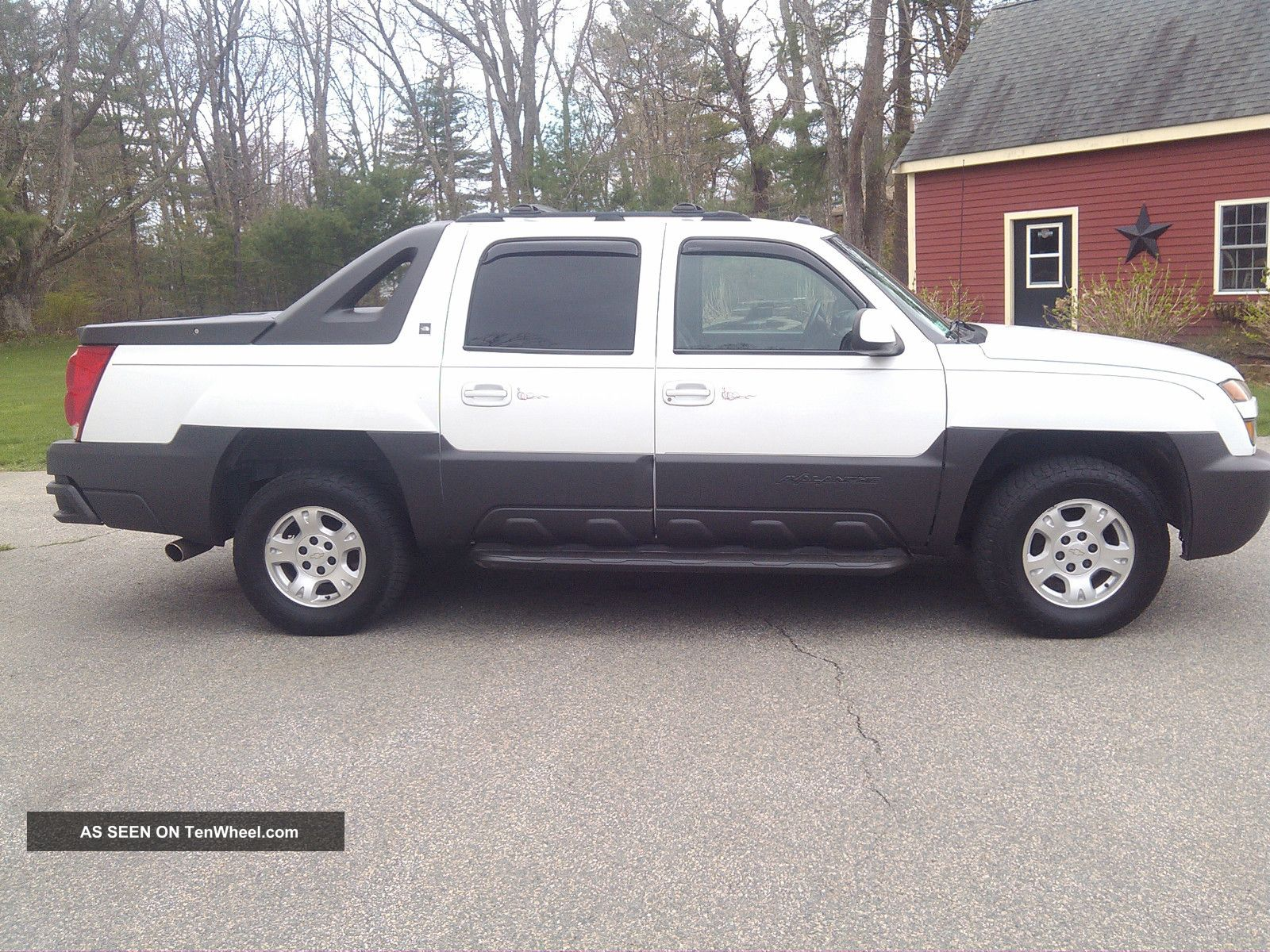 2003 Chevrolet Avalanche 1500 North Face Crew Cab Pickup 4 - Door 5.  3l Avalanche photo