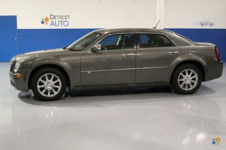 2008 Chrysler 300 C Sedan 4 - Door 5.  7l photo