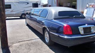 2001 Lincoln Town Car Executive Limousine 4 - Door 4.  6l photo
