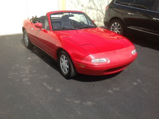 1990 Mazda Miata Base Convertible 2 - Door 1.  6l photo