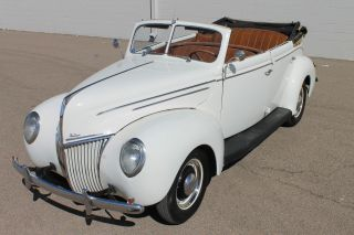 1939 Ford Deluxe 4dr Convertible photo