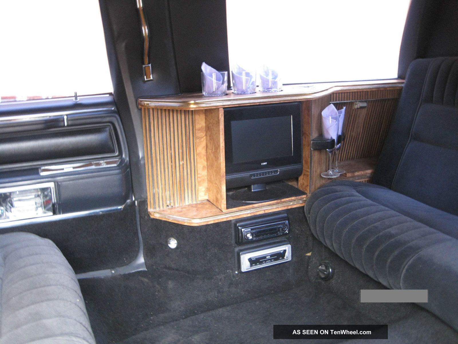 1988 Lincoln Town Car Excalibur 6 Passenger Limo