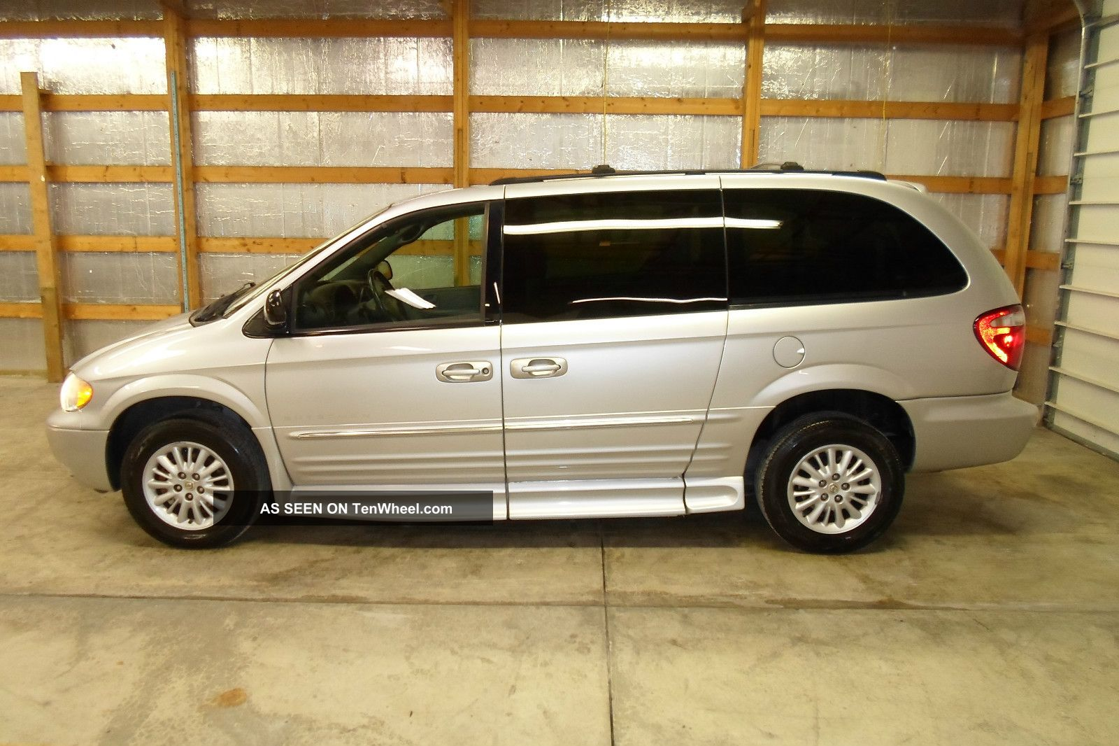 2004 chrysler town and country handicap wheelchair van entervan. Black Bedroom Furniture Sets. Home Design Ideas