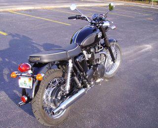 2012 Triumph Bonneville T100,  Jet Black, photo