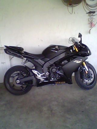 Yamaha R1 2008 photo