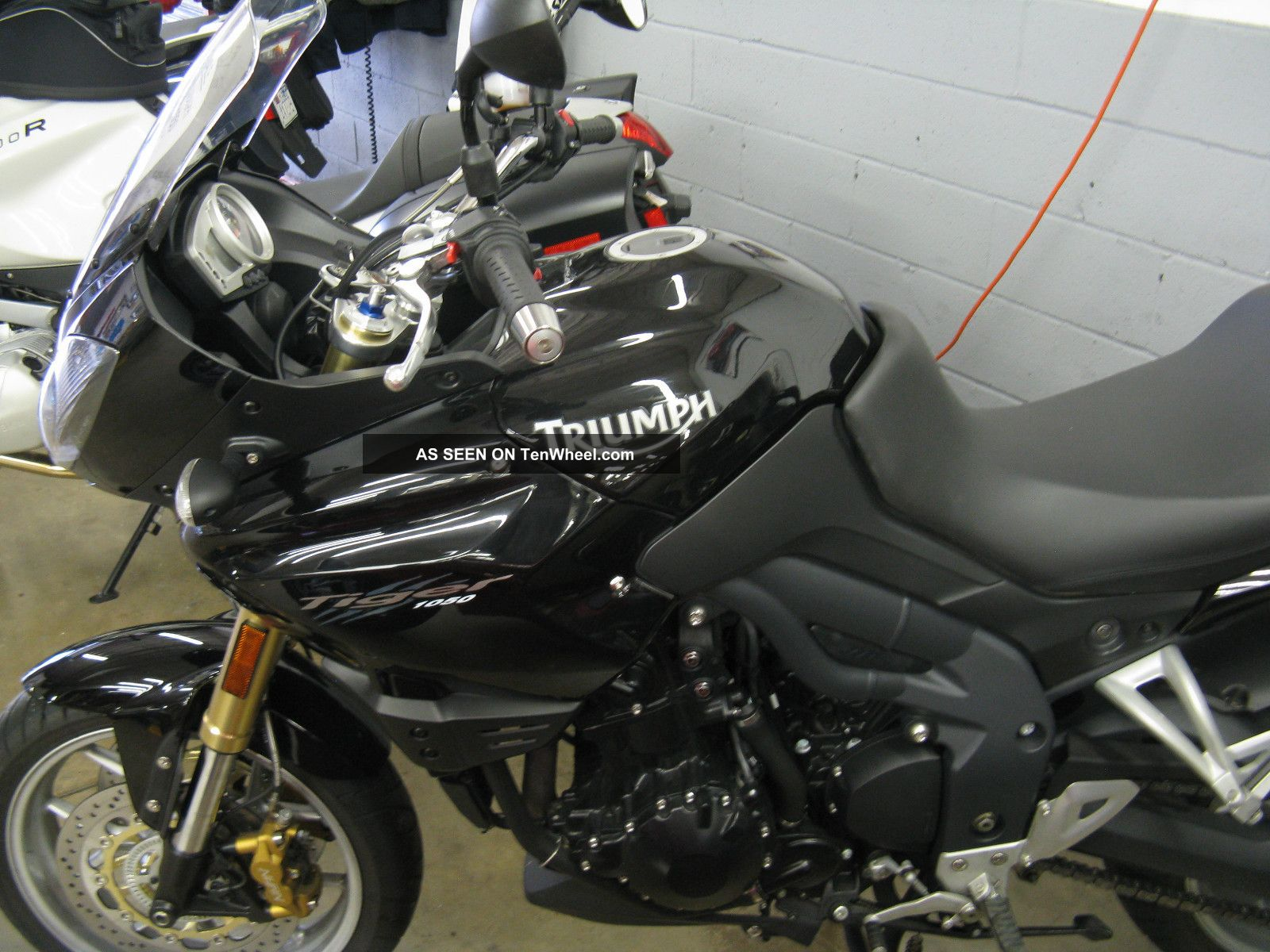 2010 Triumph Tiger 1050 - Abs Model Tiger photo