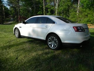 2013 Ford Taurus Limited Sedan 4 - Door 3.  5l photo
