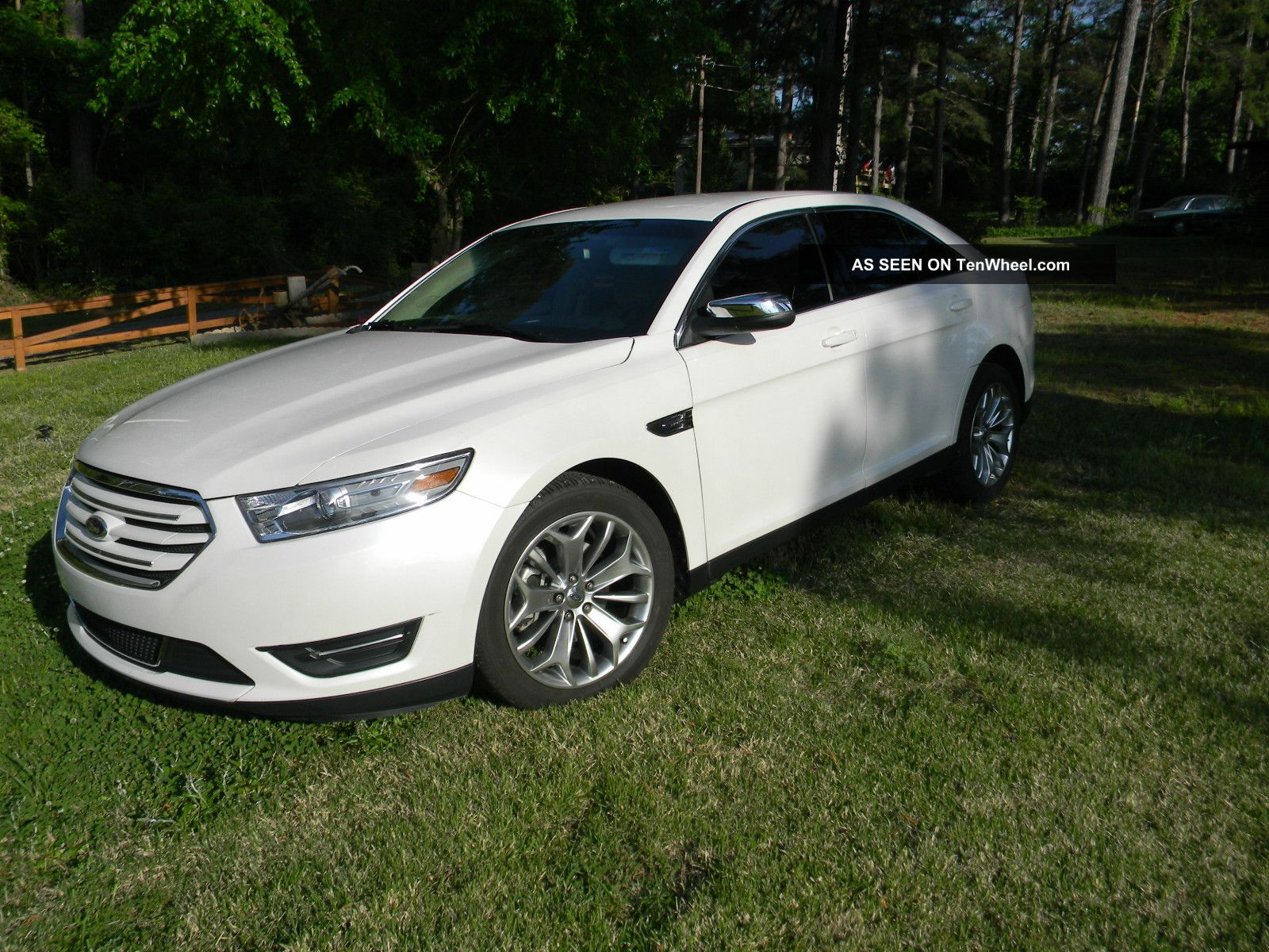 2013 ford taurus limited sedan 4 door 3 5l. Black Bedroom Furniture Sets. Home Design Ideas