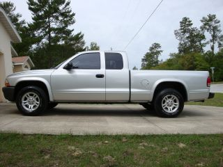 2003 Dodge Dakota Base Extended Cab Pickup 2 - Door 3.  9l photo