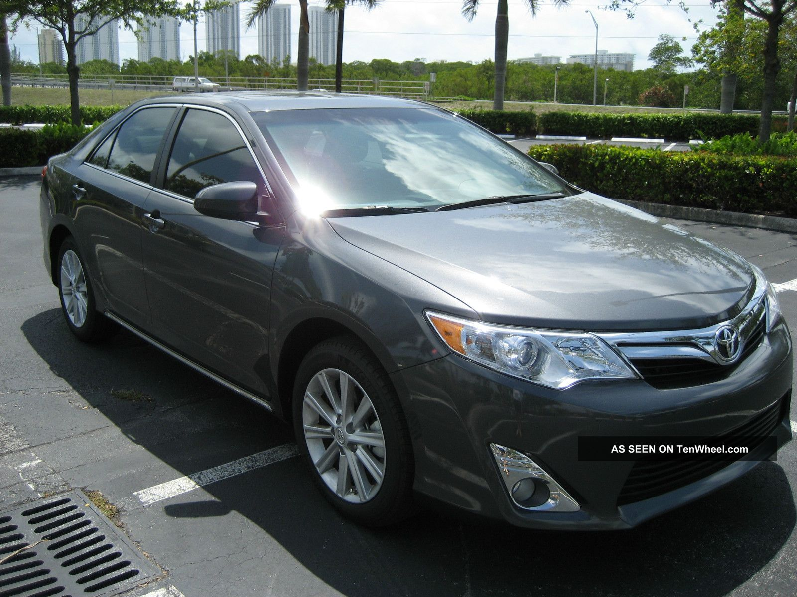 2012 Toyota Camry Xle Sedan 4 - Door 2.  5l Camry photo