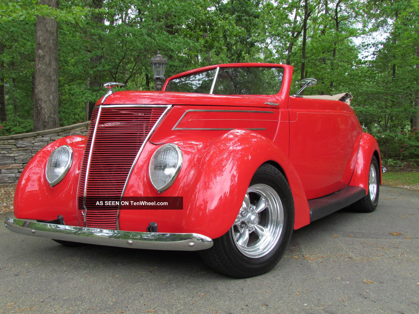 1937 Ford Convertible Street Rod. . . . . . .  350 / 300 Hp Other photo