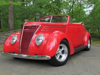1937 Ford Convertible Street Rod. . . . . . .  350 / 300 Hp photo
