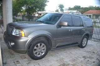 2004 Lincoln Navigator Base Sport Utility 4 - Door 5.  4l photo