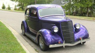 1935 Ford 2 Door Sedan photo