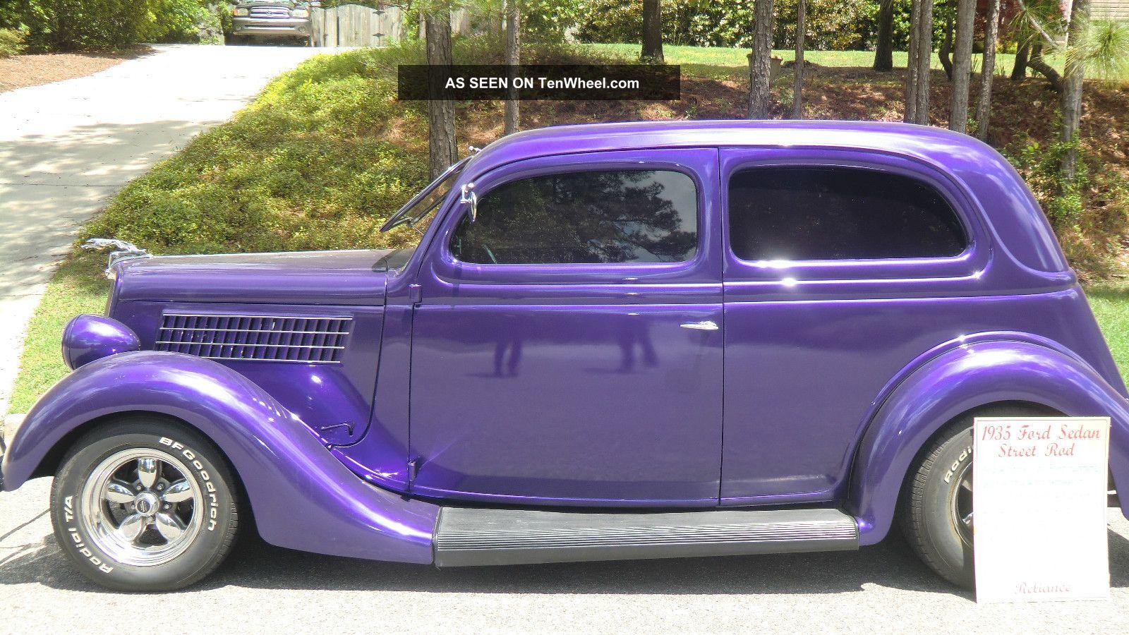 1935 ford 2 door sedan for 1935 dodge 4 door sedan