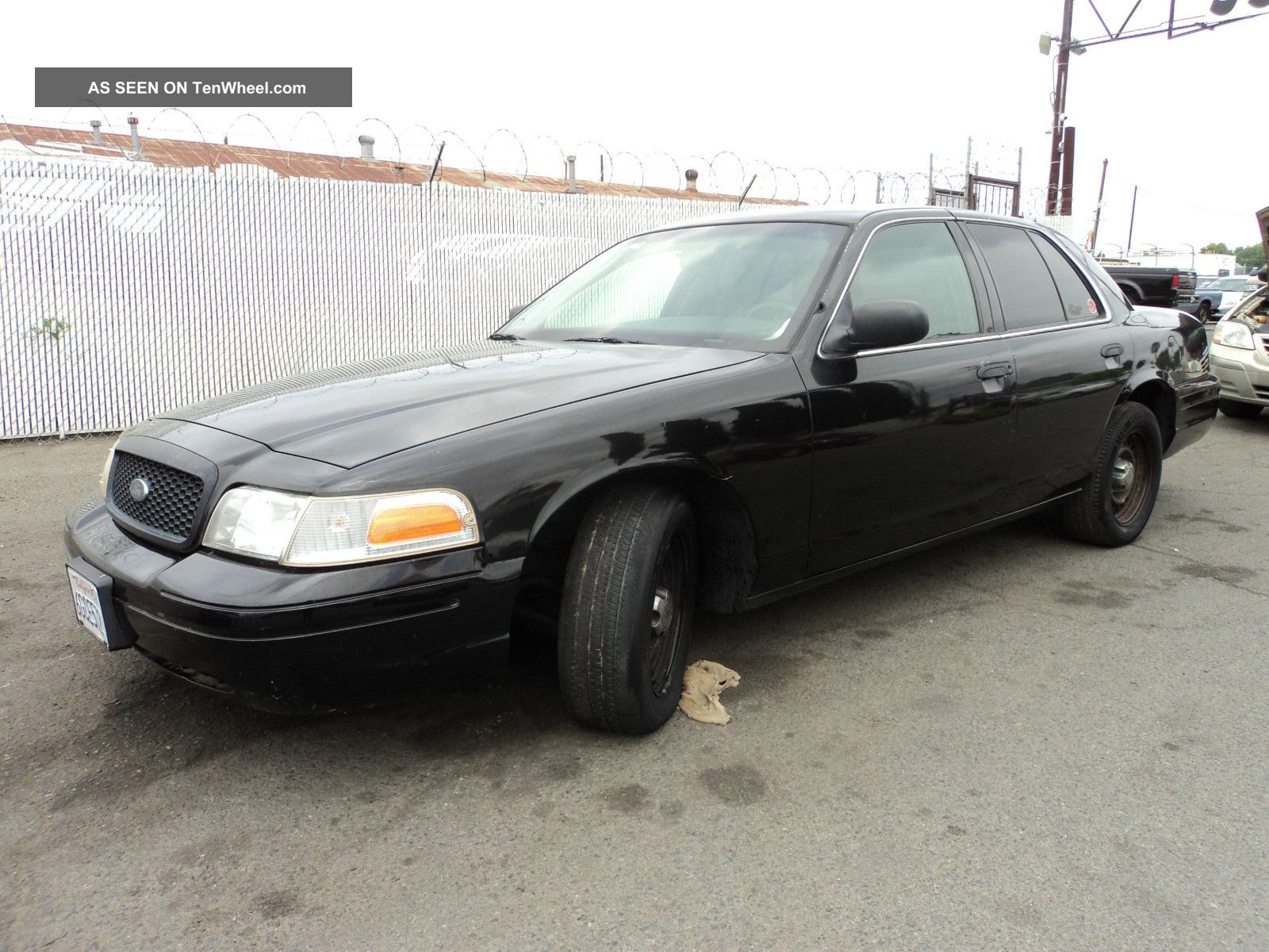 2001 Ford Crown Victoria Base Sedan 4 - Door 4.  6l, Crown Victoria photo