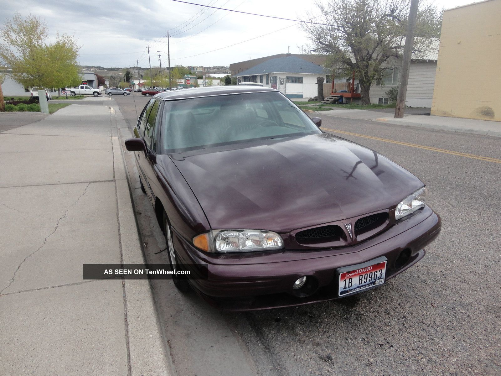 1999 Pontiac Bonneville Se Sedan 4